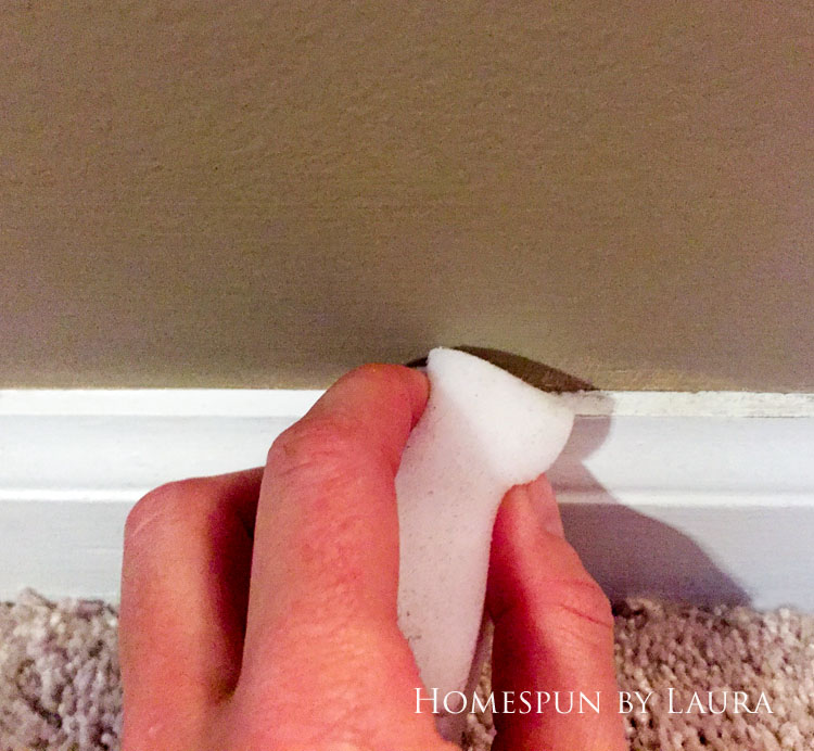 30 Projects in 30 Days | Cleaning the baseboards | Homespun by Laura