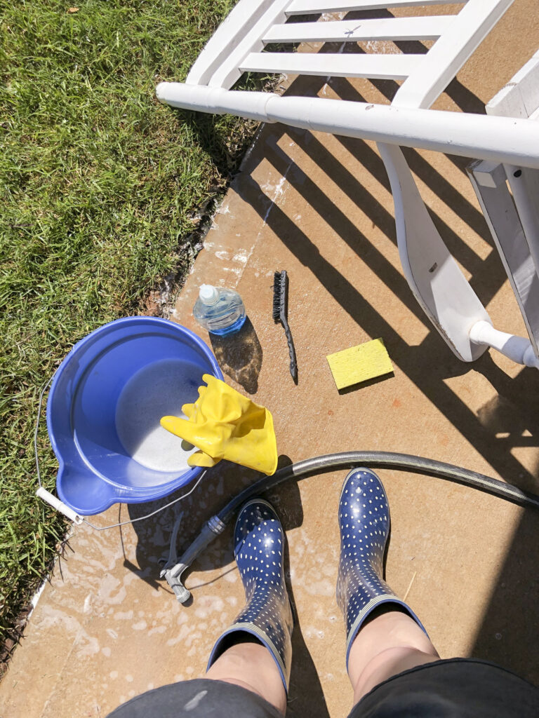 How to clean dirty porch rockers with dish soap